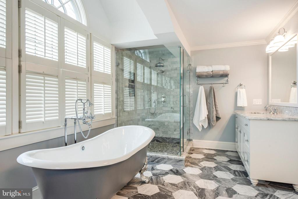 Love the tile floor and glass shower stall - 136 LAFAYETTE AVE, ANNAPOLIS