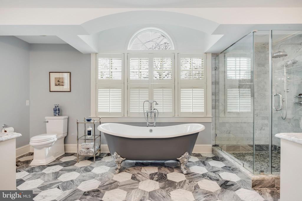Elegantly redone Master Bathroom w/soaking tub - 136 LAFAYETTE AVE, ANNAPOLIS