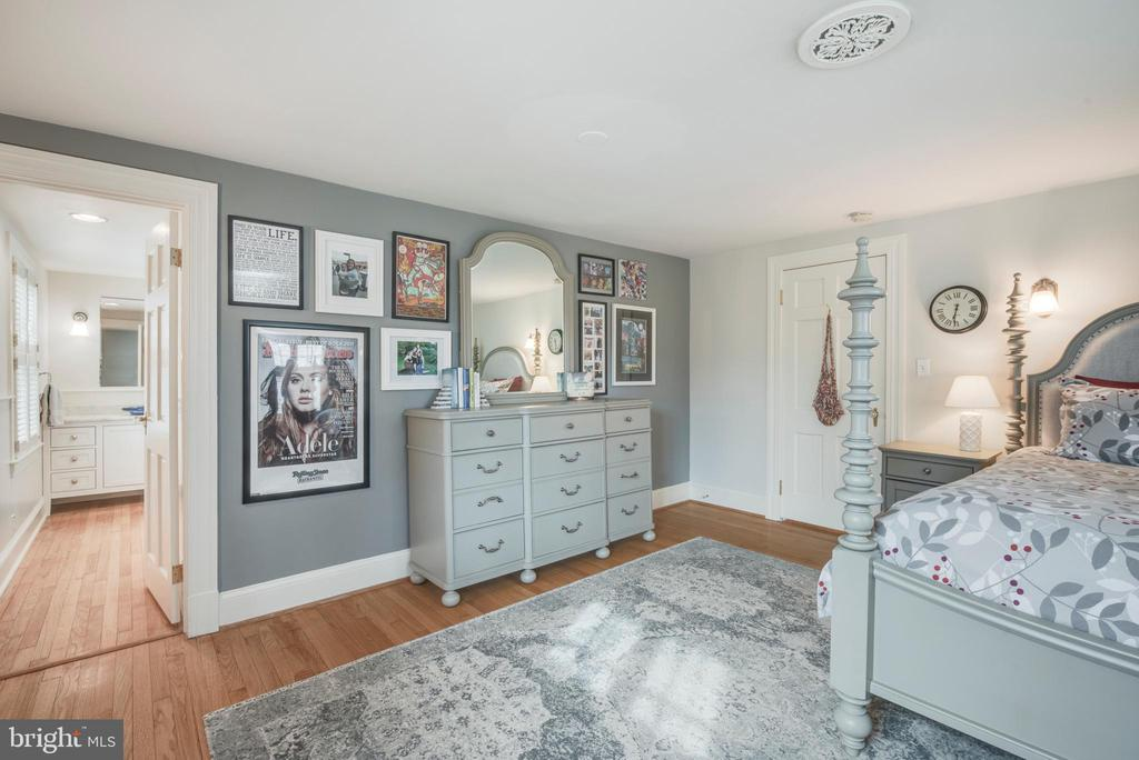Ensuite Bathroom for this 2nd floor bedroom - 136 LAFAYETTE AVE, ANNAPOLIS