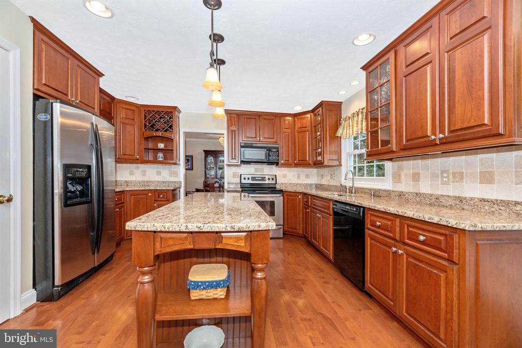 Kitchen - 10649 FINN DR, NEW MARKET
