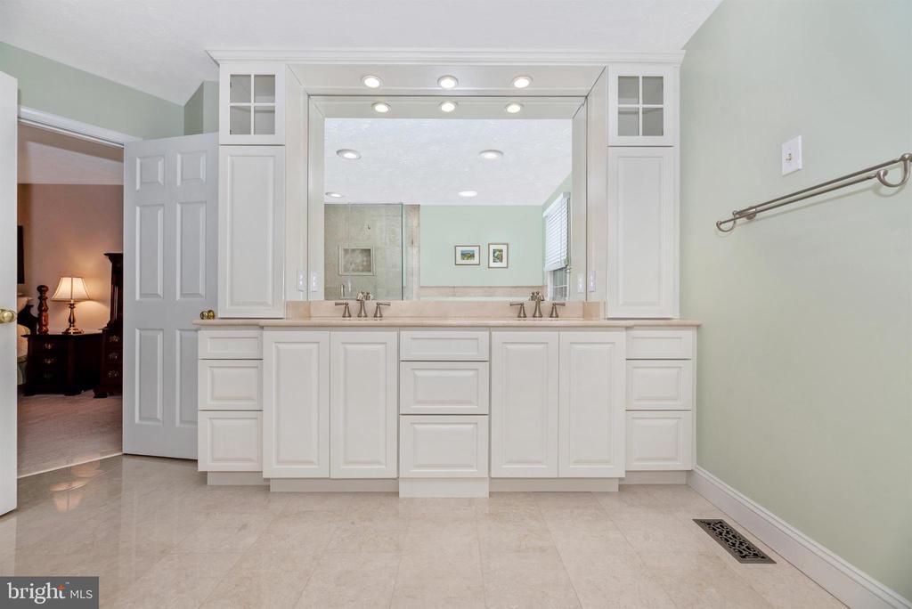 Master Bathroom - 10649 FINN DR, NEW MARKET