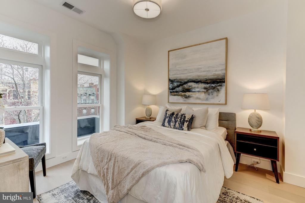 Spacious Guest Room - 917 S ST NW #2, WASHINGTON