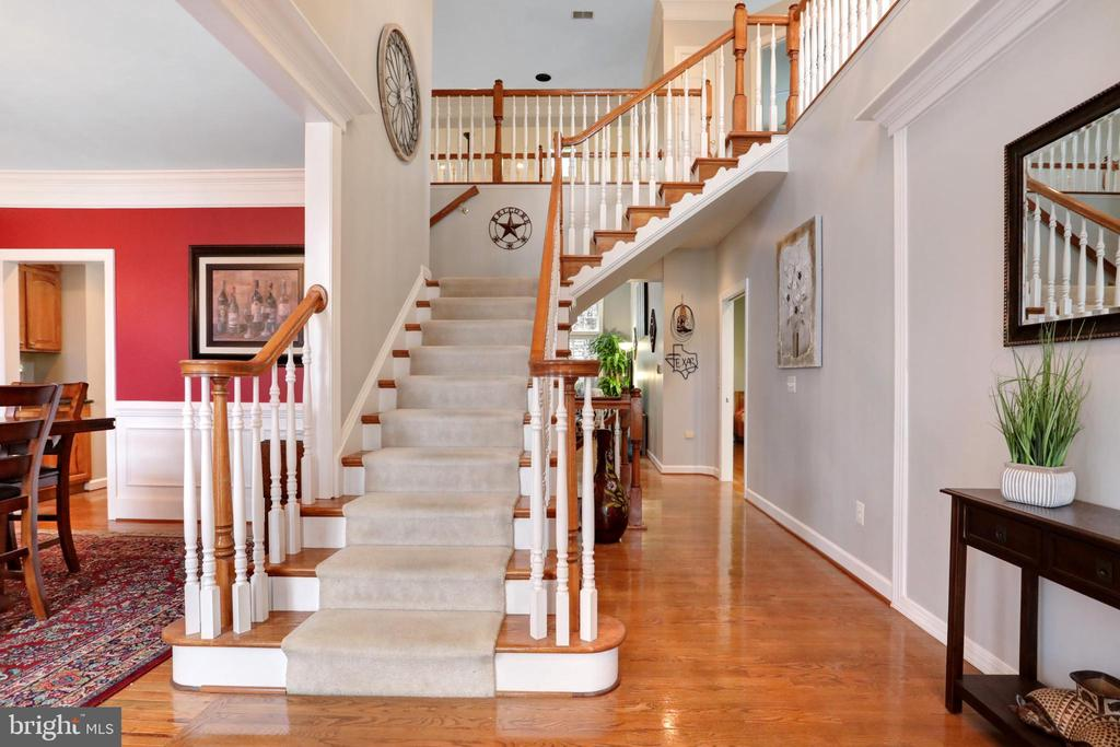 Two Story Entry - 47747 BRAWNER PL, STERLING
