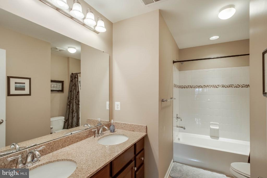Hall Bathroom with Double Sink Vanity - 26003 KIMBERLY ROSE DR, CHANTILLY