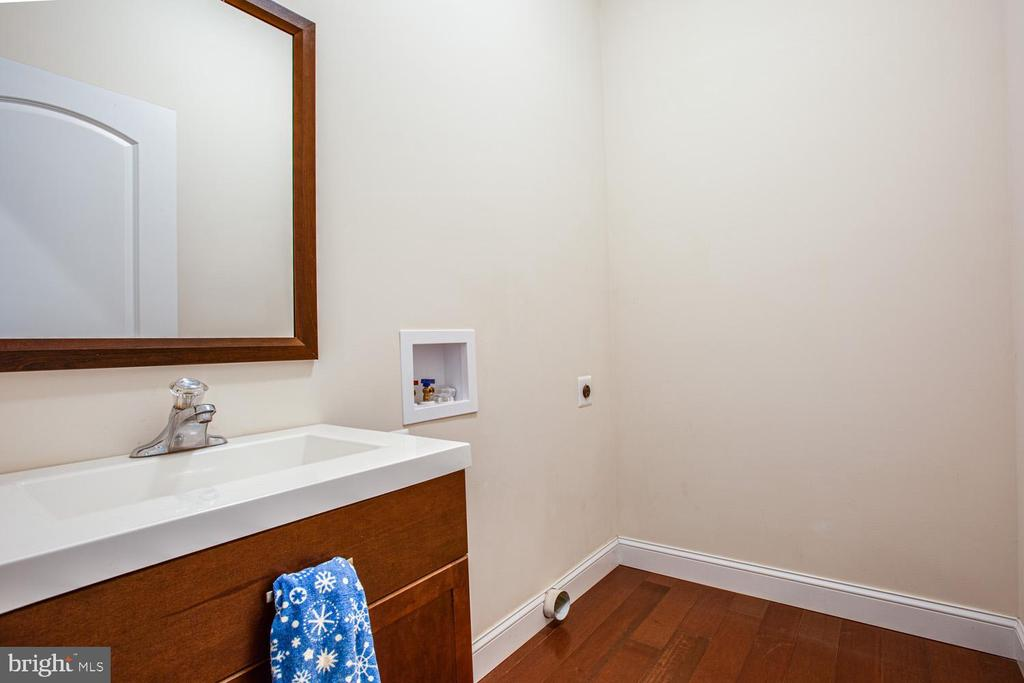 Main-level laundry room - 2252 PARTLOW RD, BEAVERDAM