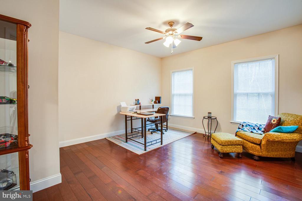 Main-level bedroom/office - 2252 PARTLOW RD, BEAVERDAM
