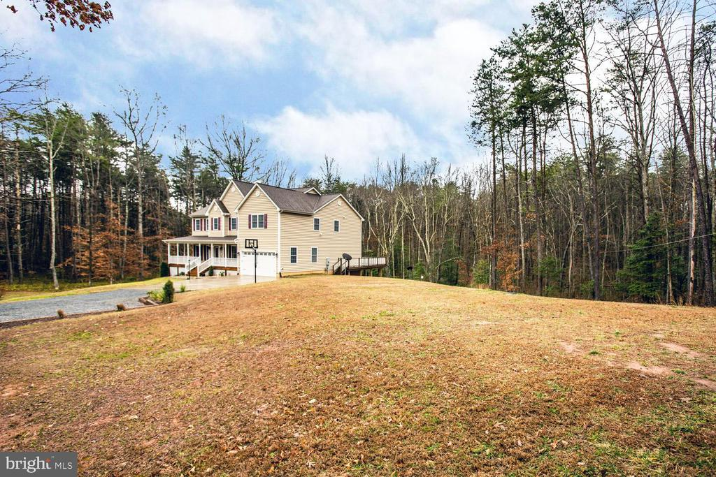 So much space! Gorgeous acreage! - 2252 PARTLOW RD, BEAVERDAM