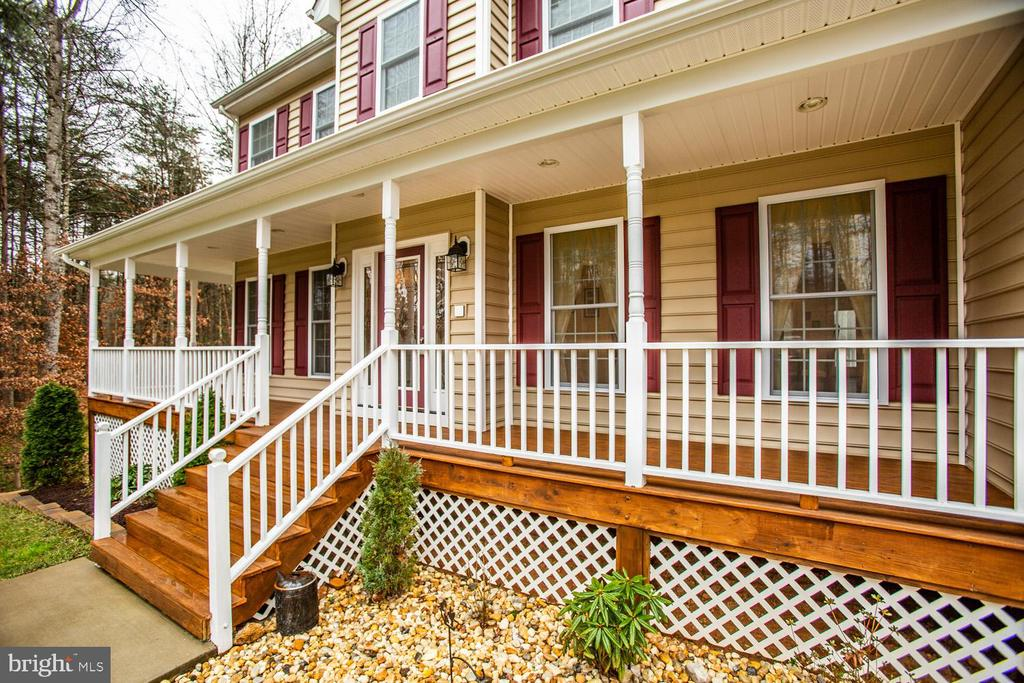 Rocking chair front porch! - 2252 PARTLOW RD, BEAVERDAM