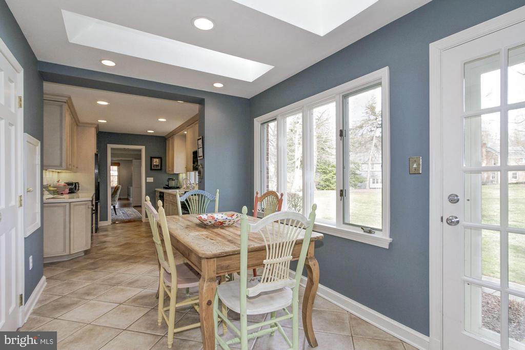 Inviting breakfast room overlooking large backyard - 6951 GREENTREE RD, BETHESDA