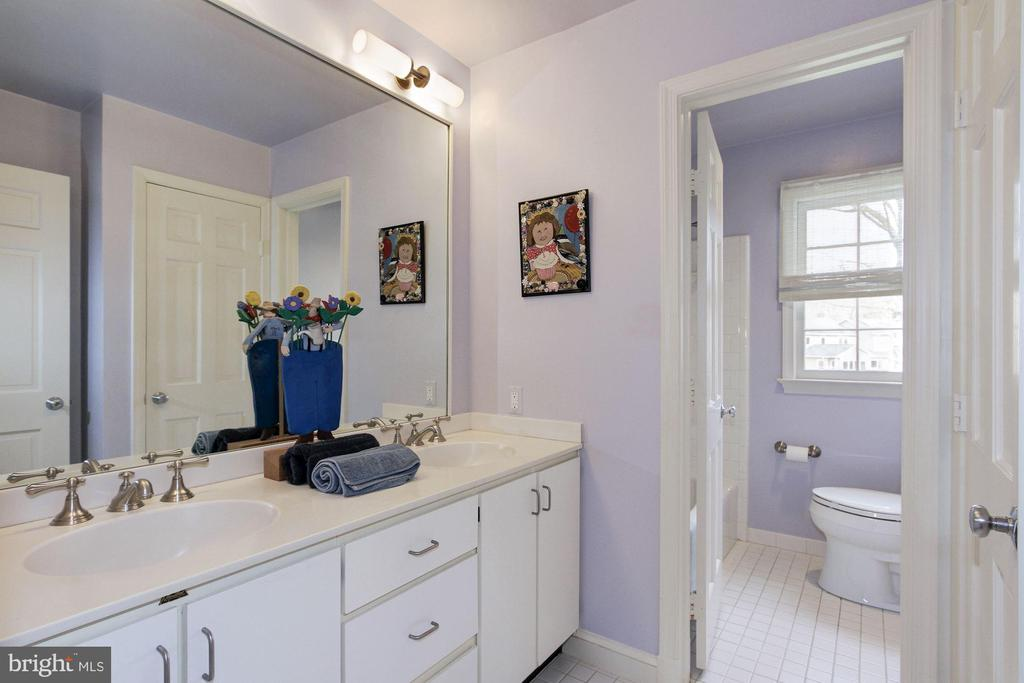 Oversized double vanity all bath with shower. - 6951 GREENTREE RD, BETHESDA