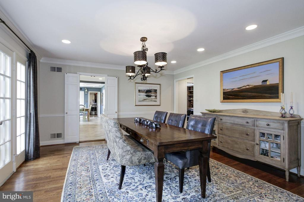 Generous formal dining room with room to entertain - 6951 GREENTREE RD, BETHESDA