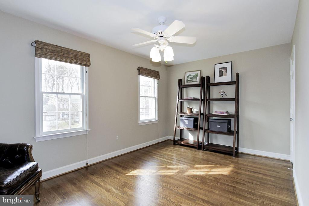 Sizable fourth bedroom could also be a home office - 6951 GREENTREE RD, BETHESDA