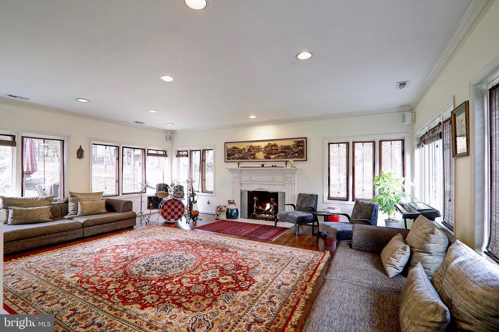 Family Room with gorgeous Views of Outdoor - 10600 VICKERS, VIENNA