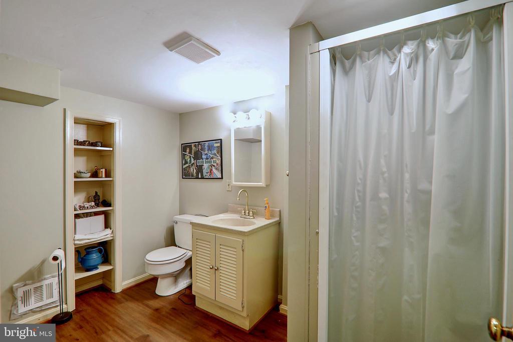 Full Bath in Basement - 10600 VICKERS, VIENNA