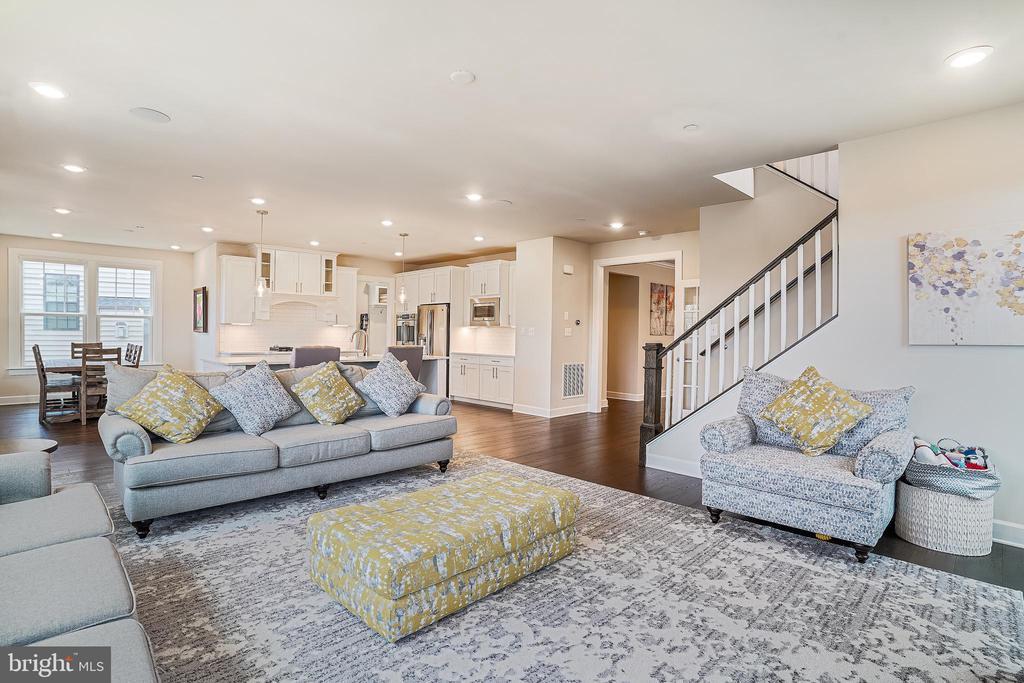 Family Room Open Floor Plan - 6141 FALLFISH CT, NEW MARKET