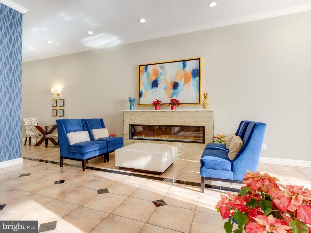 Lobby with cozy fireplace area - 5500 HOLMES RUN PKWY #1517, ALEXANDRIA