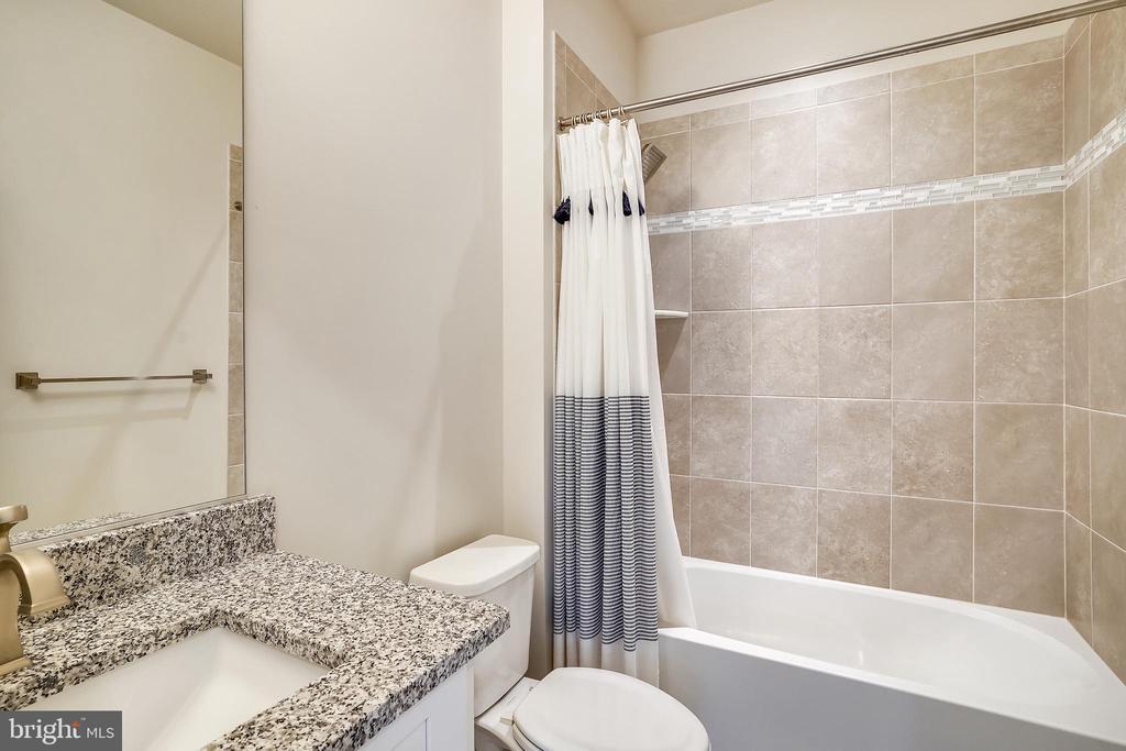 Guest Bathroom - 6141 FALLFISH CT, NEW MARKET