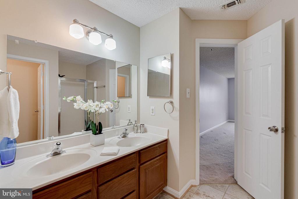 Double sinks in Master Bath - 287 S PICKETT ST #202, ALEXANDRIA