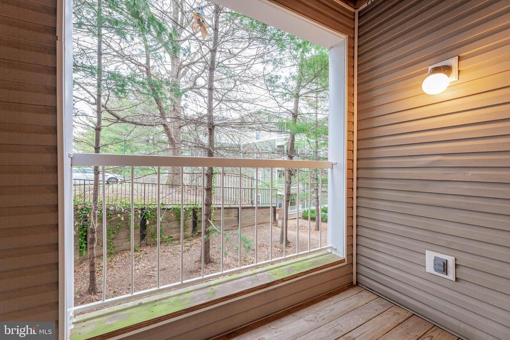 Cozy balcony facing rear. - 287 S PICKETT ST #202, ALEXANDRIA