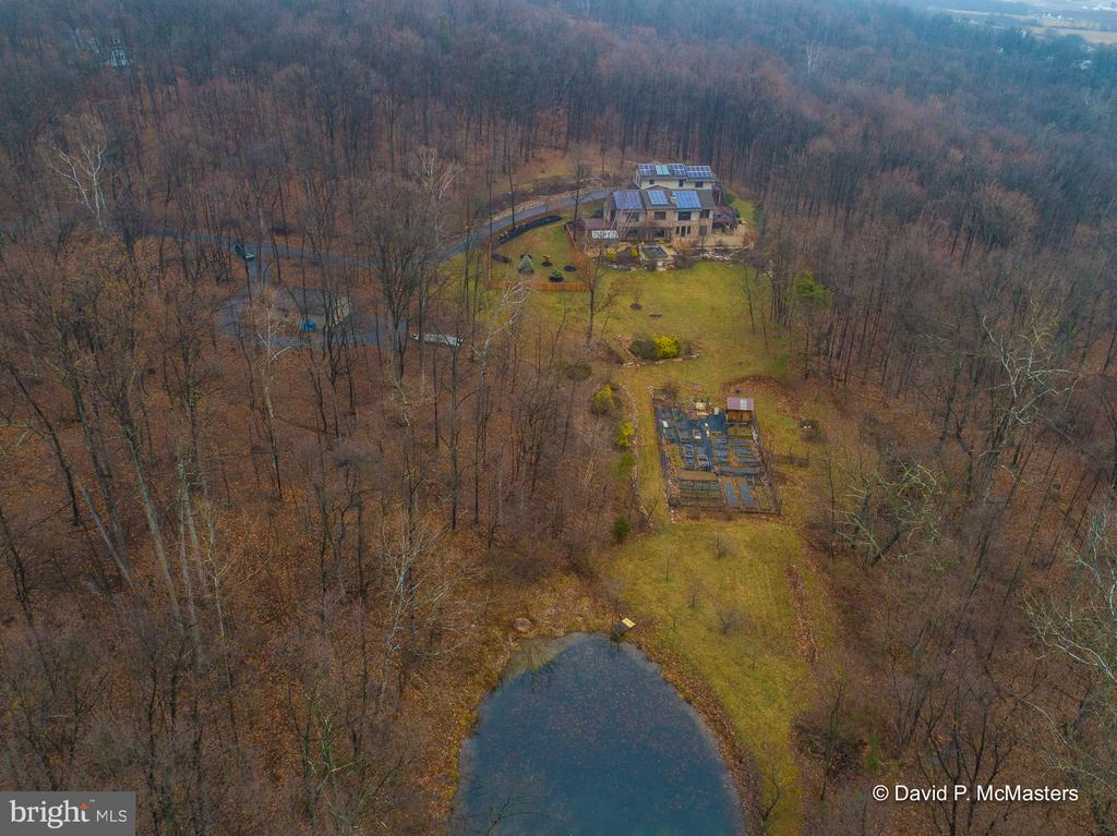 Private, 16+ acre estate wrapped in natural beauty - 212 CICADA DR, MARTINSBURG