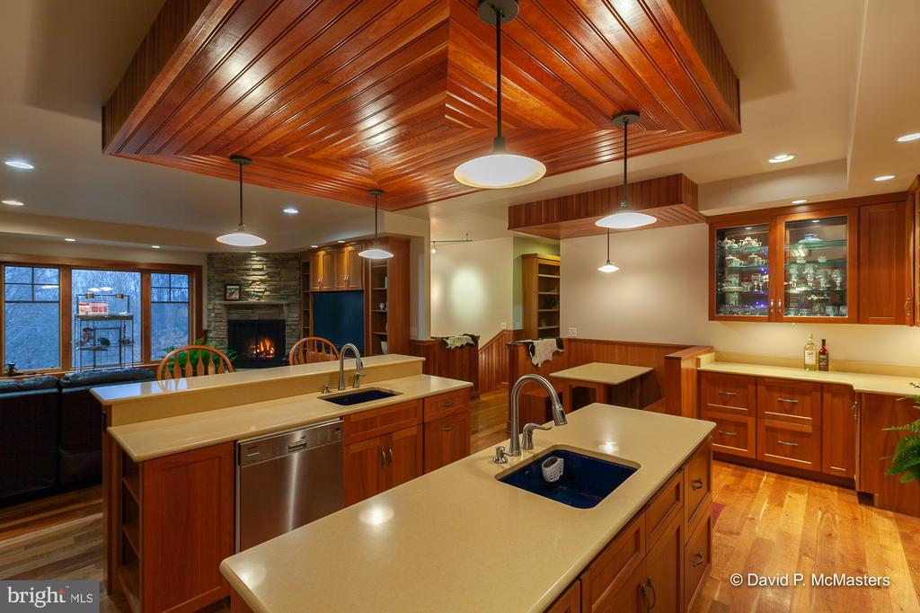 Gourmet kitchen with cherry cabinetry - 212 CICADA DR, MARTINSBURG