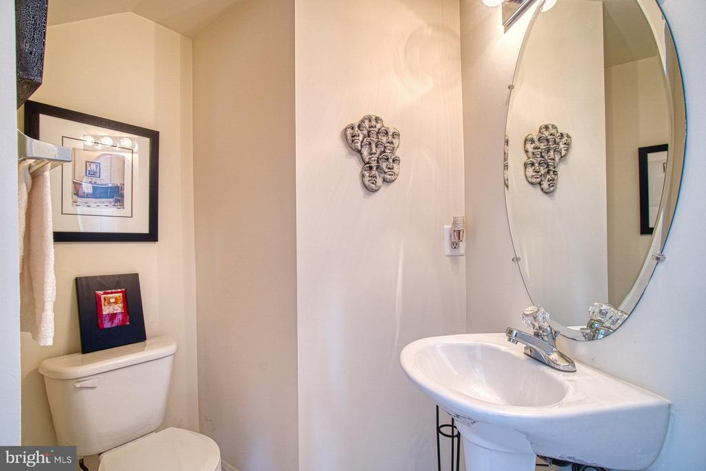 Half Bath with updated Tile Floors - 13388 SPOFFORD RD #304, HERNDON