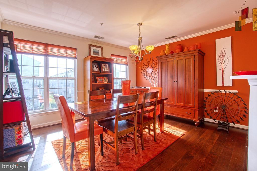 Sunlit Dining Room - 13388 SPOFFORD RD #304, HERNDON