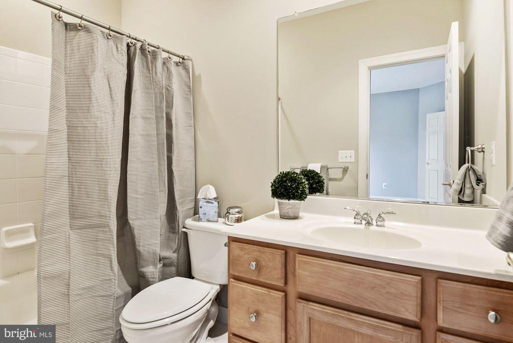 Full Bath for Bedroom #3 - 43265 OVERVIEW PL, LEESBURG