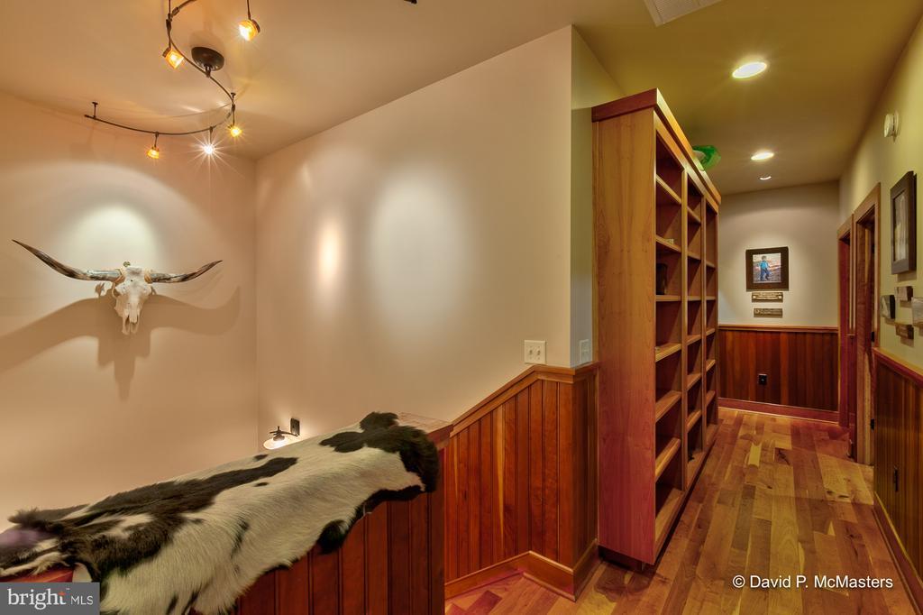 Main level book shelves, - 212 CICADA DR, MARTINSBURG