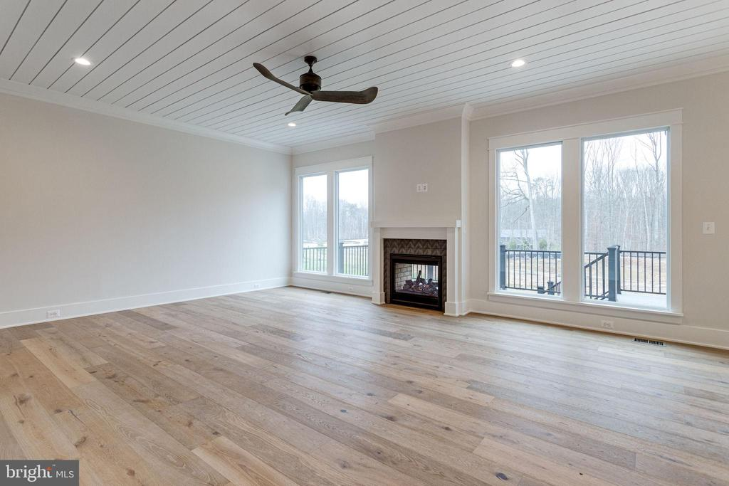 Family room w/indoor/outdoor fireplace - 10317 BURKE LAKE RD, FAIRFAX STATION