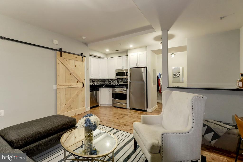 Welcome Home! Open Floor Plan Perfect to Entertain - 1425 11TH ST NW #103, WASHINGTON