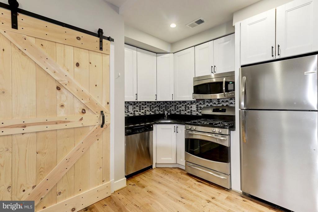 SS, White Cabinets & Designer BackSplash. - 1425 11TH ST NW #103, WASHINGTON