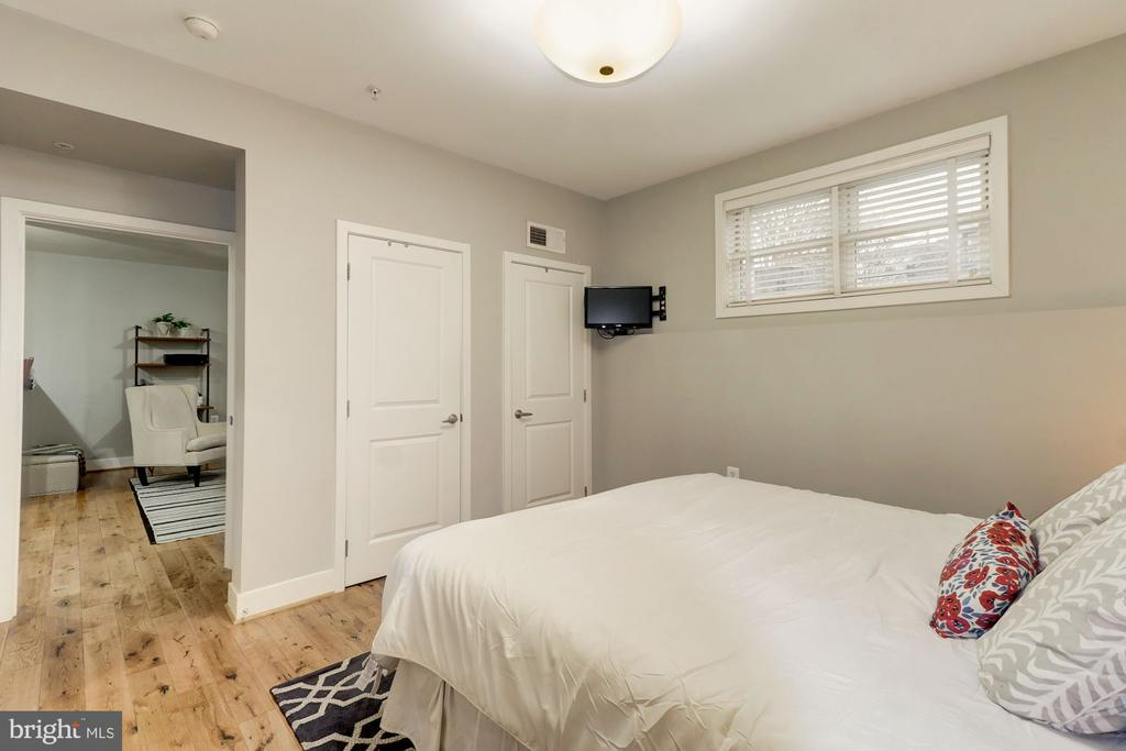 Good Size Bedroom - can Accommodate a King Bed - 1425 11TH ST NW #103, WASHINGTON