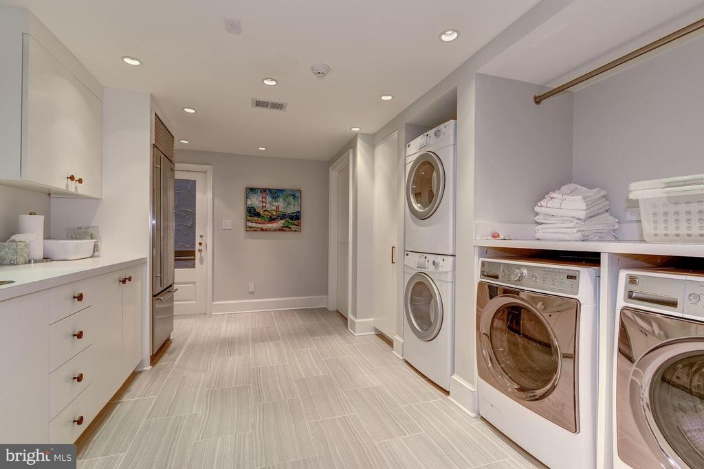 Laundry Room w/ 2 Washers+Dryers, Sub-Zero fridge - 4400 GARFIELD ST NW, WASHINGTON