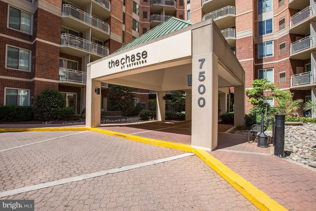 Grand Circular Driveway Entry - 7500 WOODMONT AVE #S208, BETHESDA