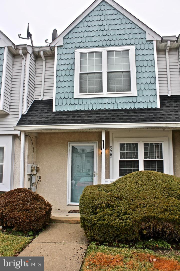 Photo of home for sale at 925 Woodstock Court, Sewell NJ