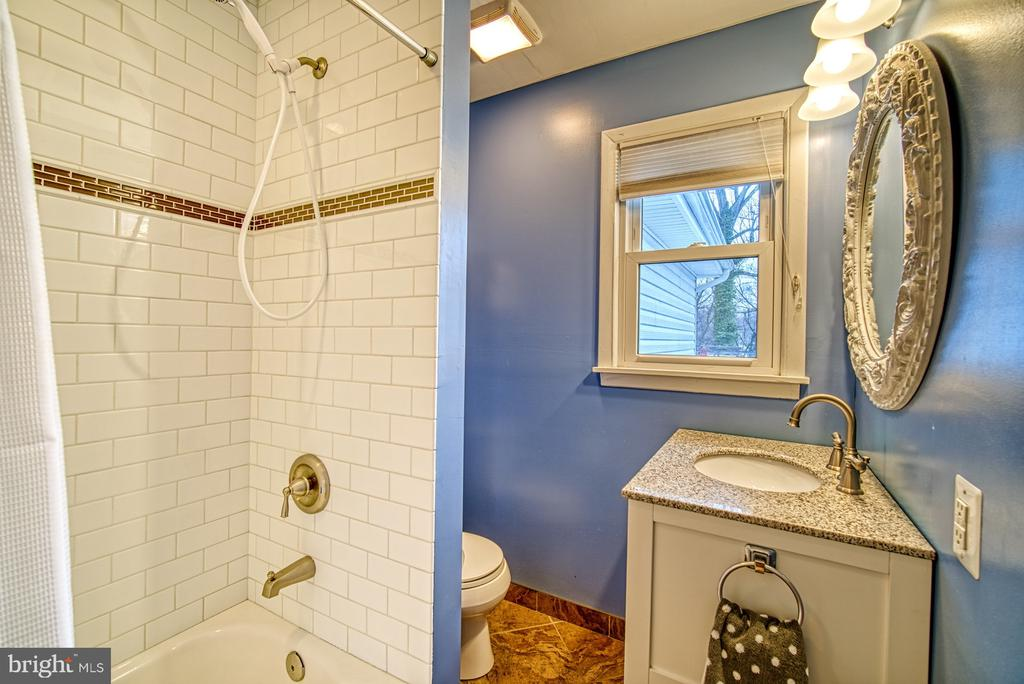Updated hall bath. - 4102 POPLAR ST, FAIRFAX