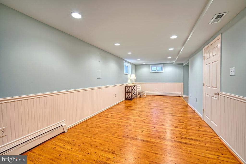 The basement is beautiful! - 4102 POPLAR ST, FAIRFAX