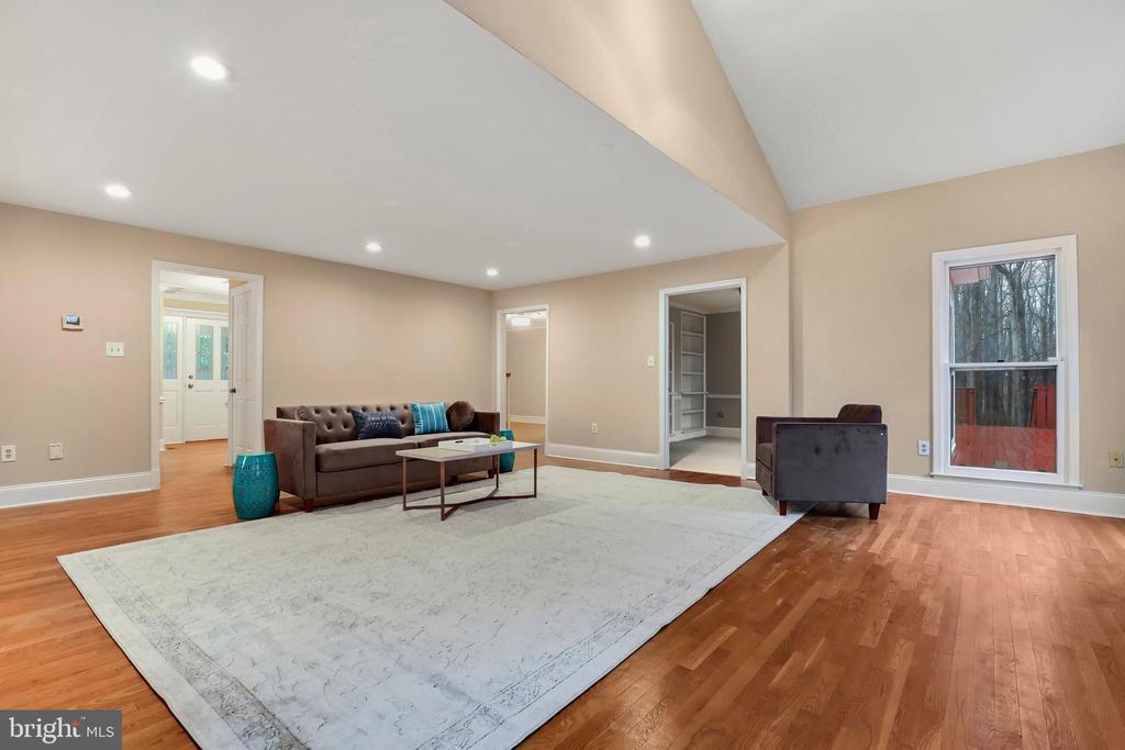 Light filled home - 7810 WARFIELD RD, GAITHERSBURG