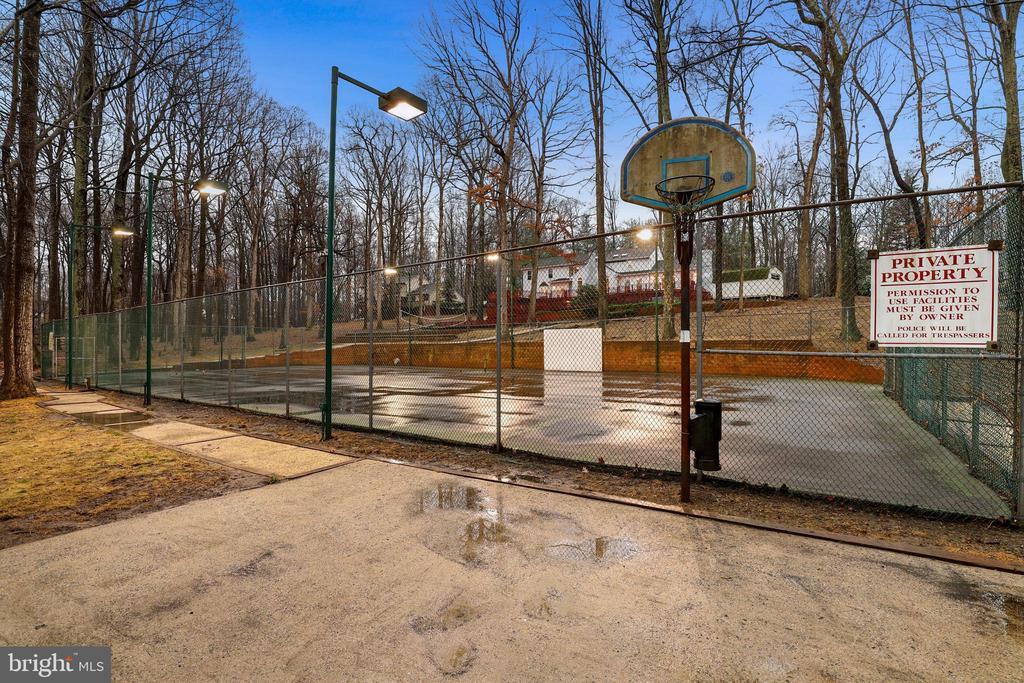 Basketball court - 7810 WARFIELD RD, GAITHERSBURG