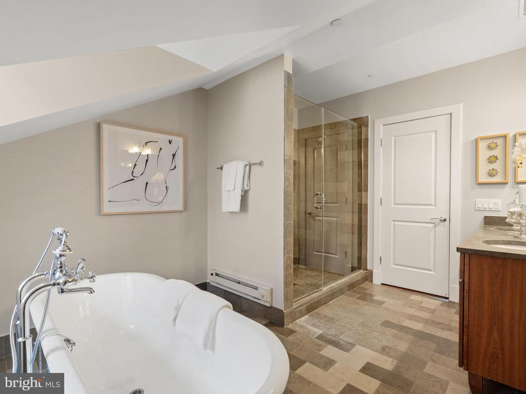 Owners bathroom suite - 215 I ST NE #402, WASHINGTON