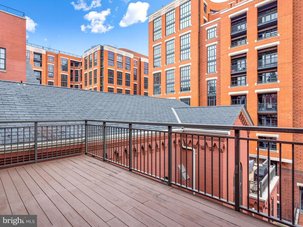 Precious outdoor space - 215 I ST NE #402, WASHINGTON
