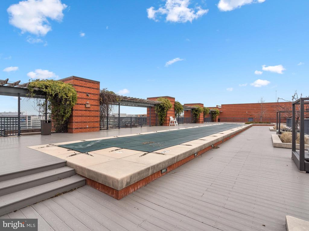 Rooftop pool - 215 I ST NE #402, WASHINGTON