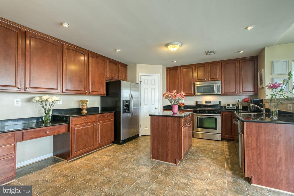 Large Kitchen - 1819 COTTON TAIL DR, CULPEPER