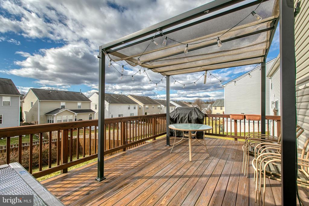 New large deck with canopy & lights - 1819 COTTON TAIL DR, CULPEPER
