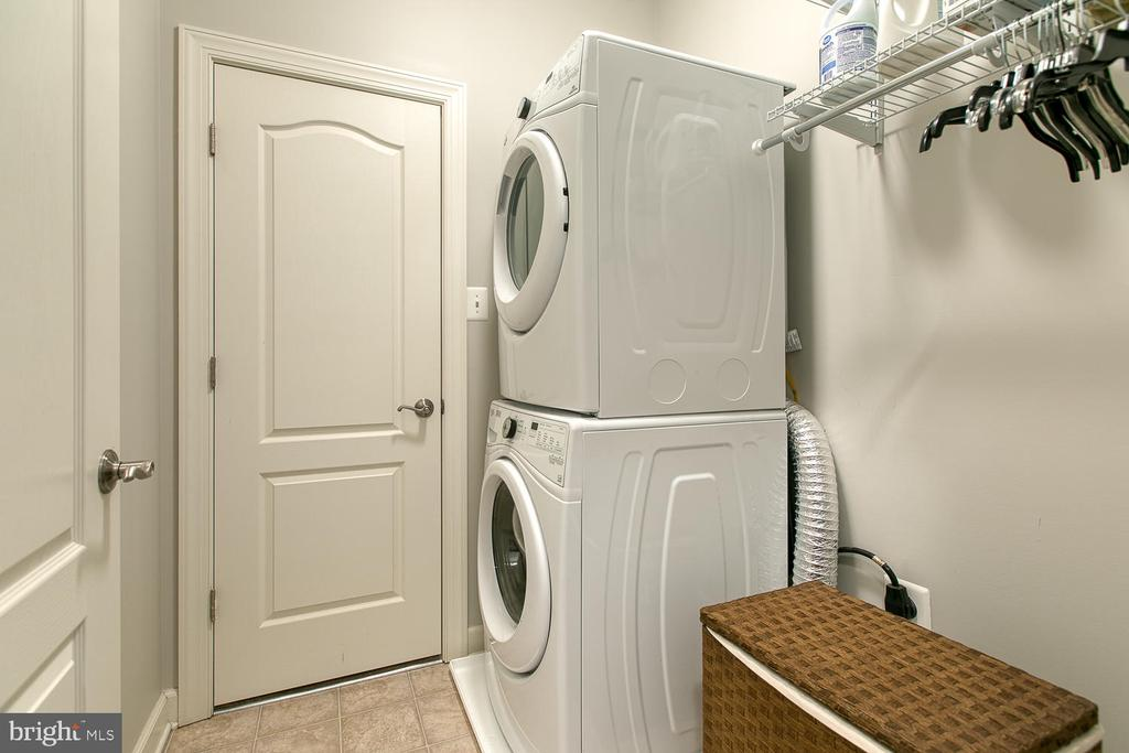 Main Floor Laundry - 35 DONOVAN LN, STAFFORD