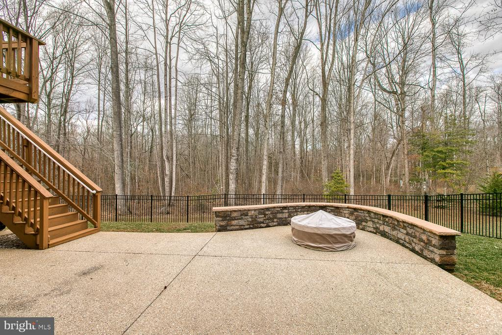 Your fire pit is already built in. - 35 DONOVAN LN, STAFFORD