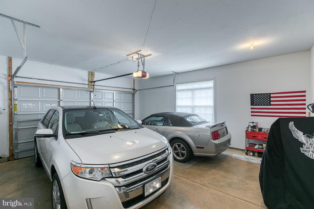 Large garage for all your big toys. - 35 DONOVAN LN, STAFFORD