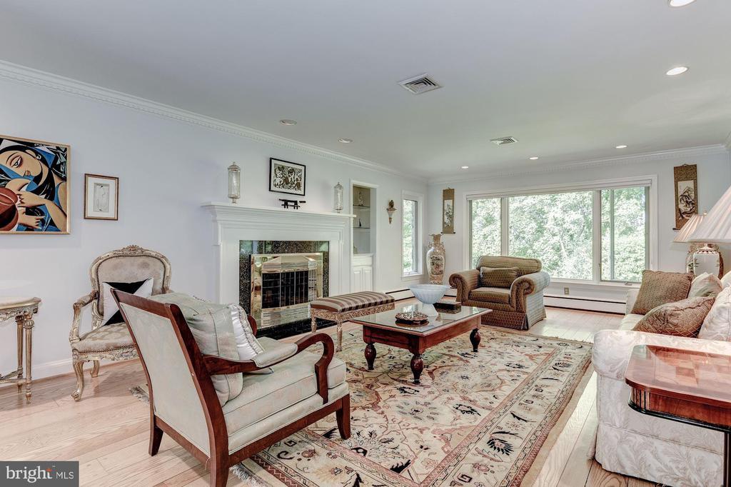 Embassy sized LIving Room - 2747 N NELSON ST, ARLINGTON