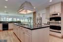 Large kitchen for entertaining - 2747 N NELSON ST, ARLINGTON
